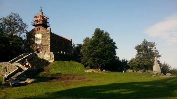 kościół filialny Nawiedzenia Najświętszej Maryi Panny z l. 1851-52 na Ślęży