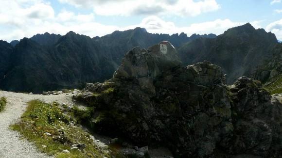 Mięguszowiecka Przełęcz pod Chłopkiem w otoczeniu słowackich szczytów