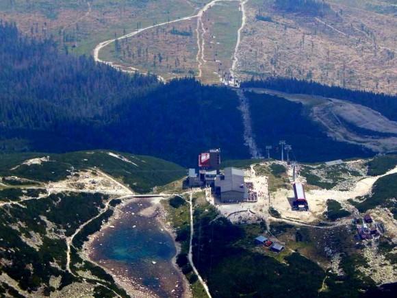 okolice Łomnickiego Stawu -zbliżenie ze szczytu