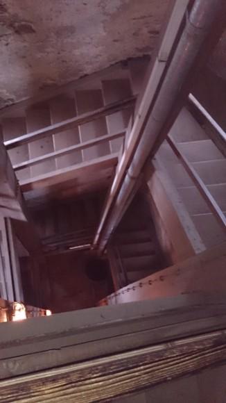 schody wewnątrz wieży