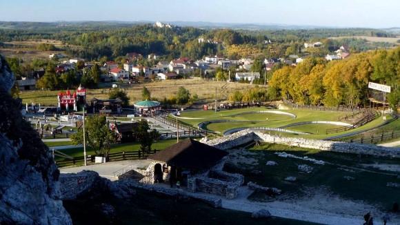 rekreacyjne tereny wokół zamku we wsi Podzamcze
