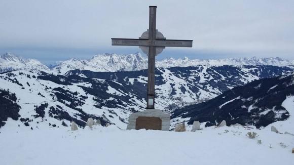 wierzchołek Zwölferkogela -1983 m z panoramą Alp Kitzbühelskich