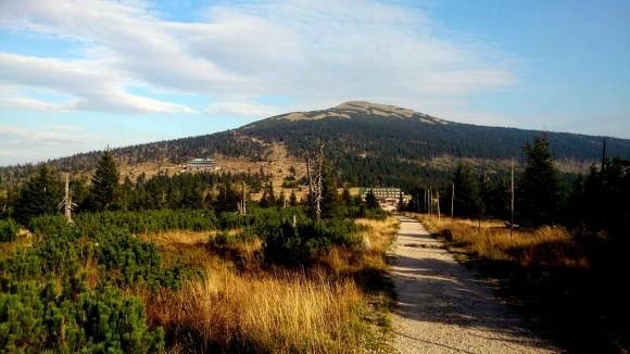 okolice Przełęczy Karkonoskiej z widocznym Małym Szyszakiem