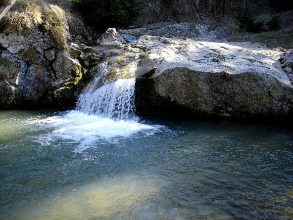 kaskady na potoku Biała Woda w rezerwacie