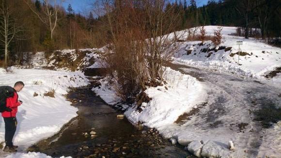 poczatek szlaku przy potoku Mała Wierchomlanka