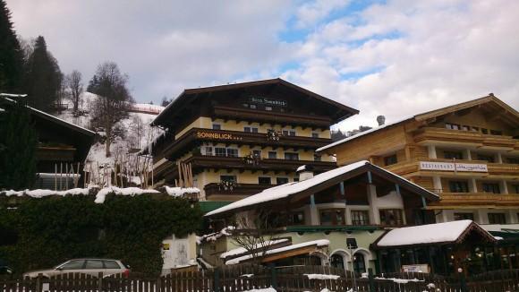 hotel Sonnblick w centrum Hinterglemm