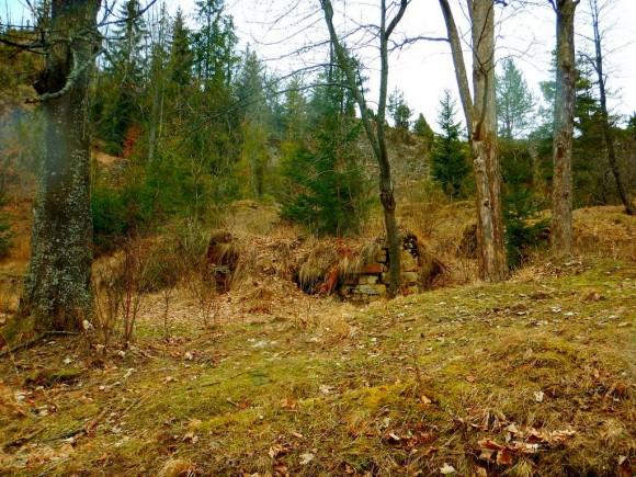 pozostałości zabudowań po wsi Biała Woda