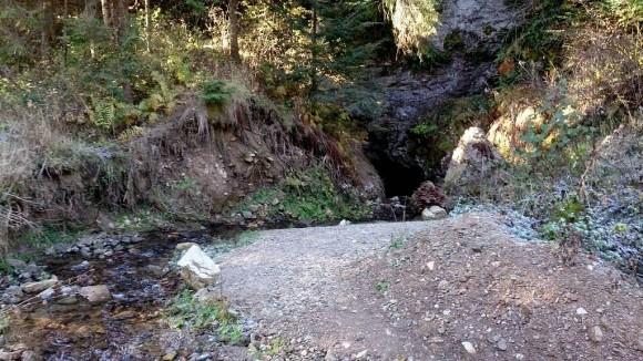 Diabelska dziura w dolinie
