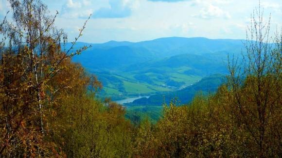 zbiornik wodny Ruzin i Margecany, w tle Góry Wołowskie