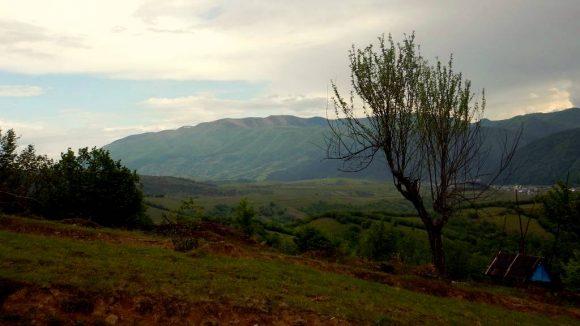 Połonina Krasna z Topasem z łąk nad Kołaczawą
