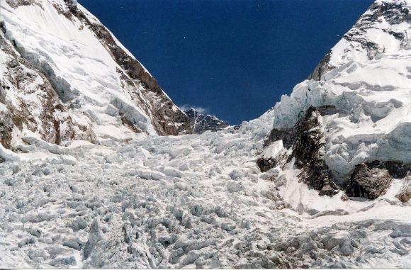 lodowiec Khumbu, by Uwe Gille, wikipedia.org