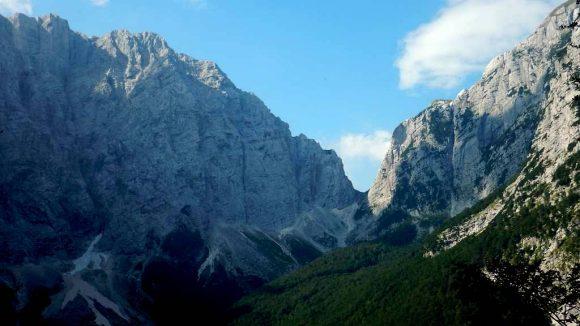 widok na przełęcz Luknja z doliny Vrata