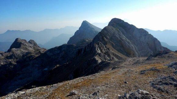 widok z Kredaricy w stronę szczytu Rz, za nim Rjavina, z lewej Vrbanova Spica