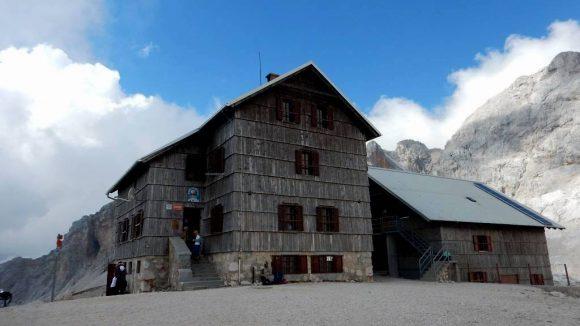 schronisko Dom Planika na wysokości 2401 m