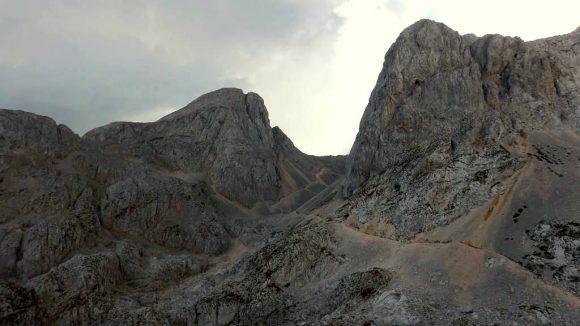 przełęcz widziana ze szlaku do schroniska Koča na Doliču