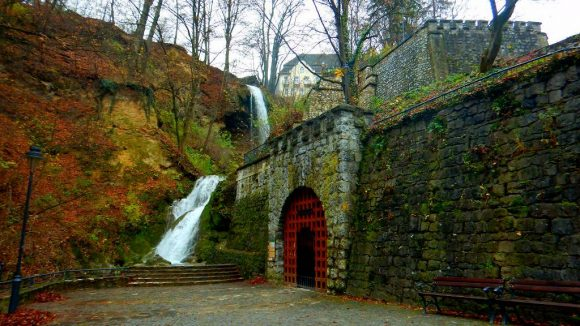 wejście do jaskini Anny