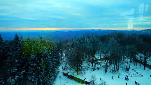 widok z wieży na kopułę szczytową i zachód słońca