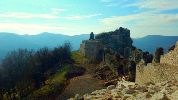 ruiny zamku Regec