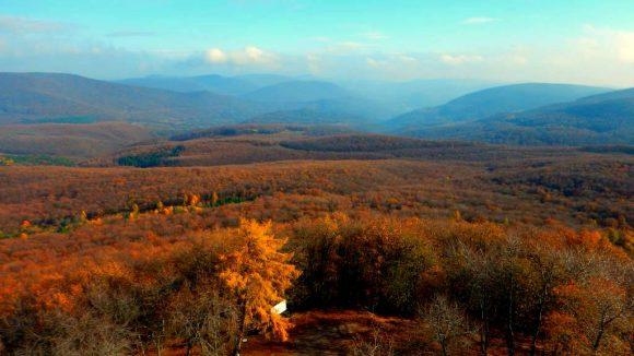 spojrzenie z zamku Regec na Góry Bukowe